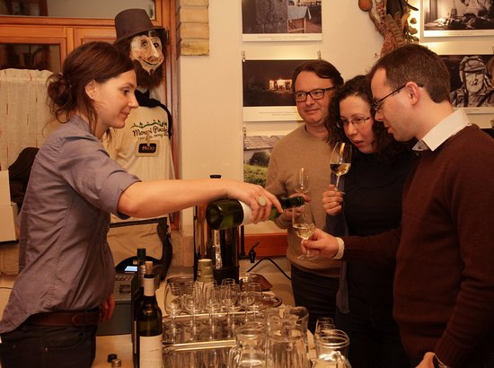 Monor, Magyarország: A szervezők különleges bortriót válogattak össze a filmvetítéshez.