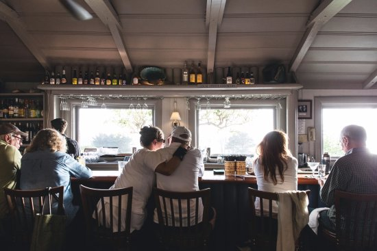 Little River, Californië: Ole's Whale Watch Bar...a guest and locals favorite