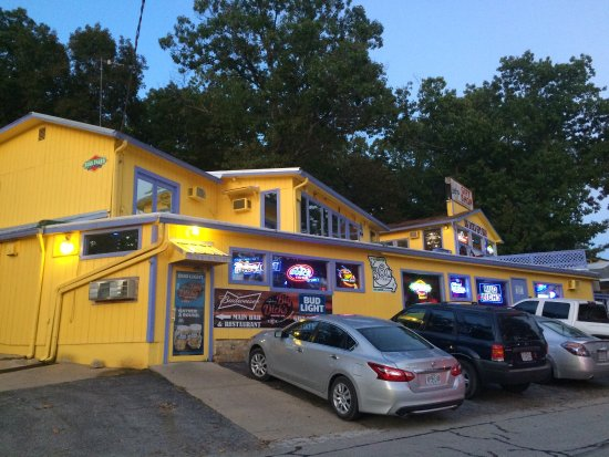 Dick's famous halfway inn