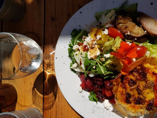 Napier, South Africa: Quiche and salad