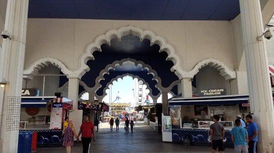 Steel Pier Amusement Park: entrance