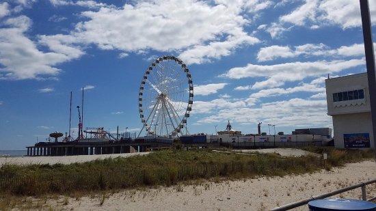 Steel Pier Amusement Park: ferris wheel