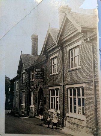 West Malling, UK: My grandfather aged 3, with his parents, landlord and lady of The Bull Hotel, c1911