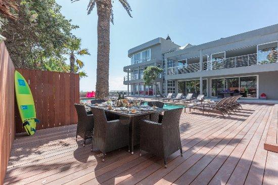 Sunset Beach, Sudáfrica: Atlantic Palms Great Entertainment area on the pool deck
