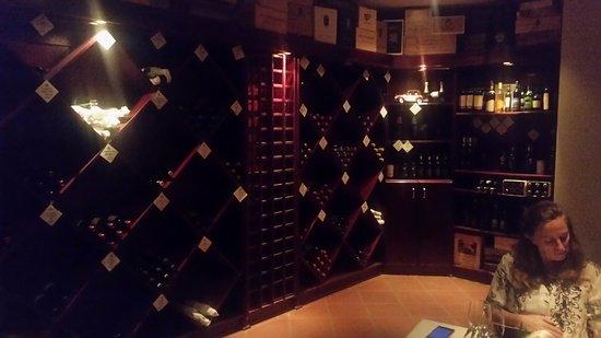 Budmarsh Country Lodge: Dinner in wine cellar