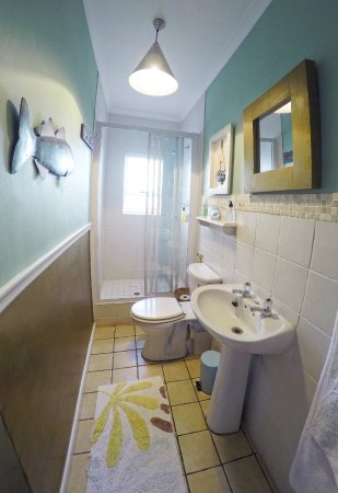 Dolphin Inn Guesthouse, Mouille Point: En Suite bathroom