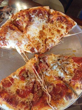 Fratelli's Pizza Bistro and Ice Creamery Picture