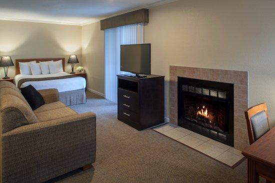 Cloverleaf Suites Lincoln Nebraska: All Suite Hotel - some suites have wood burning fireplaces - Enjoy!