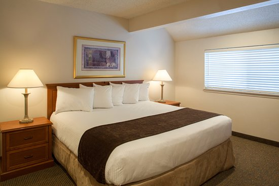 Cloverleaf Suites Lincoln Nebraska: One and Two Bedroom Suites available