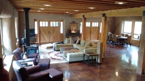 Vernonia, OR: Inside Straw Bale Lodge
