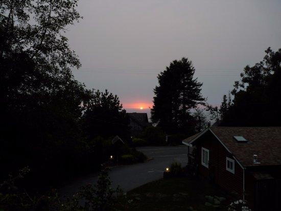 View Crest Lodge: Coucher de soleil depuis la terrasse !