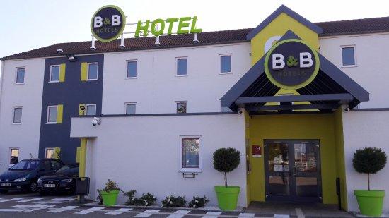 Illzach, France: façade hôtel