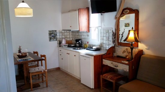 Alkyon Apartments & Villas Hotel: Room Kirke B1 Kitchen