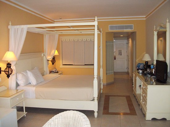 quel belle chambre picture of luxury bahia principe. Black Bedroom Furniture Sets. Home Design Ideas