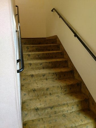 Lexington Inn - Holbrook, AZ: There is no elevator to the 2nd floor, only stairs.
