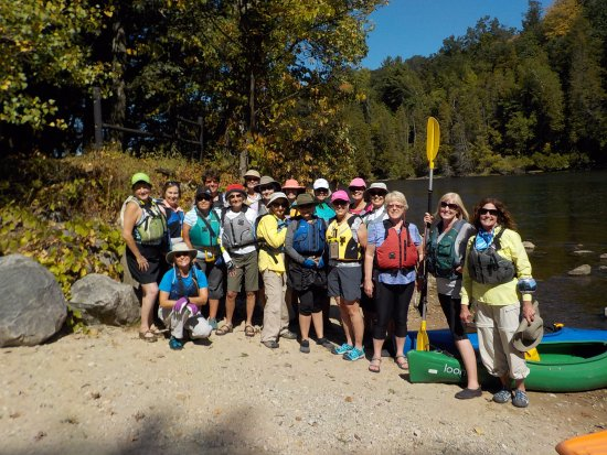 Newaygo, Мичиган: LOVE2KAYAK group ready to tackle the Muskegon River.