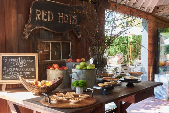 Valley Rock Inn: Blue Barn Farmstand & Market
