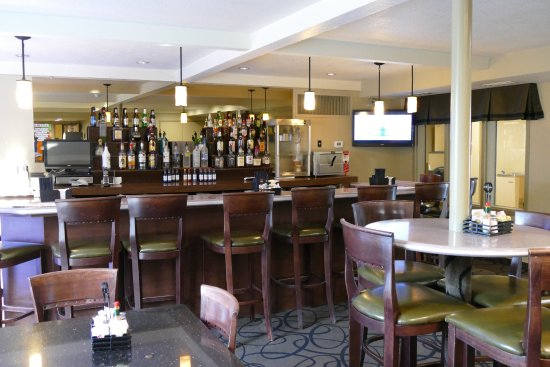 Best Western Town & Country Lodge: bar and breakfast area