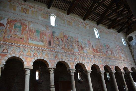 Basilica romanica di San Piero a Grado: Interno
