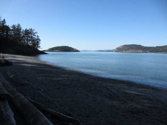 Oak Harbor, WA: Beach, looking west