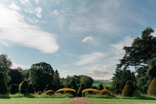 Askham, UK: Topiary