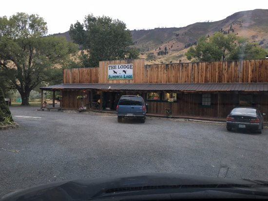 ‪‪Summer Lake‬, ‪Oregon‬: Shot of the outside of the reception area and restaurant.‬