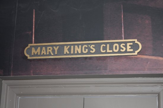 The Real Mary King's Close: One of many closes along Shop St.