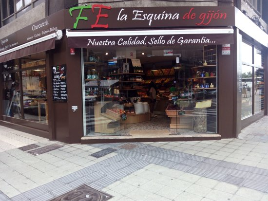 Gijon, Spain: Entrada principal tienda de la Playa