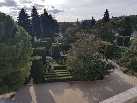 Jardines de sabatini jardines de sabatini madrid resmi for Jardines de sabatini