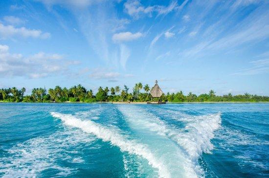 Addu Atoll: zip through the clear seas