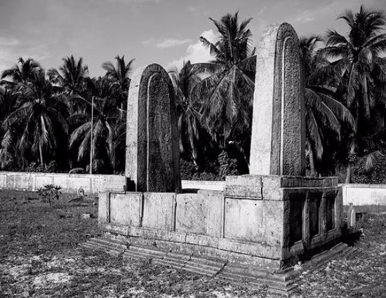 Addu Atoll: Koagannu tombs in Hulhumeedhoo island. 2000 years of history