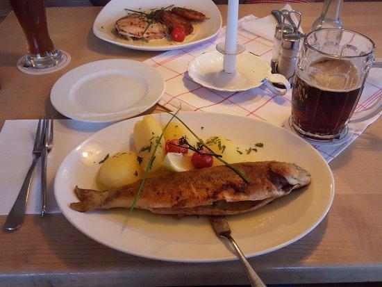 Grabenstaett, Germany: Gebratener Saibling im Ganzen an Kartoffeln