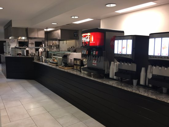 Embassy Suites by Hilton Destin - Miramar Beach: Breakfast beverages, bakery items, and Omelet chef area