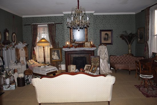 Eddyville, KY: The living room of the B&B adorned with antiques.