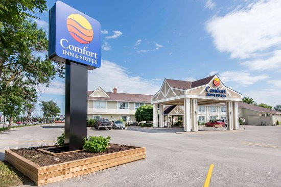 Comfort Inn & Suites: Hotel facade and entrance