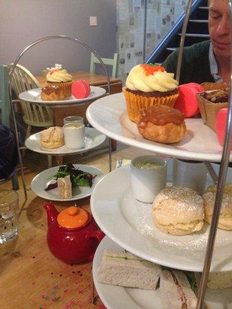 Mad Hatters Tearoom & Bakery: gluten free afternoon-tea