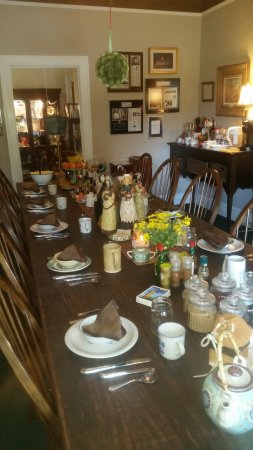 The Inn of the Patriots B & B: Great table to enjoy a yummy breakfast!
