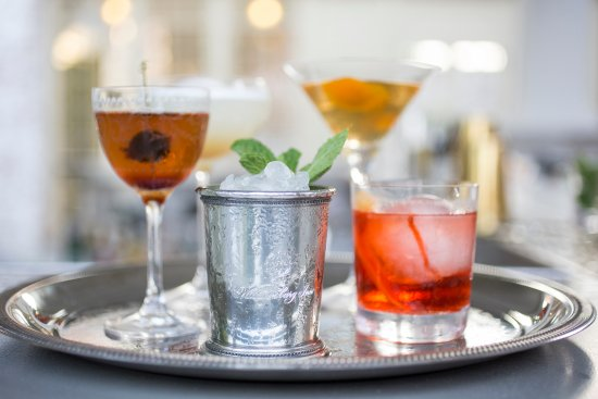 Williamsburg Inn: Drinks on the Social Terrace