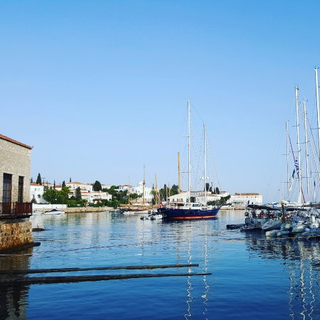 YachtSailing.gr / Charter Sailing Greece: Spetses harbour