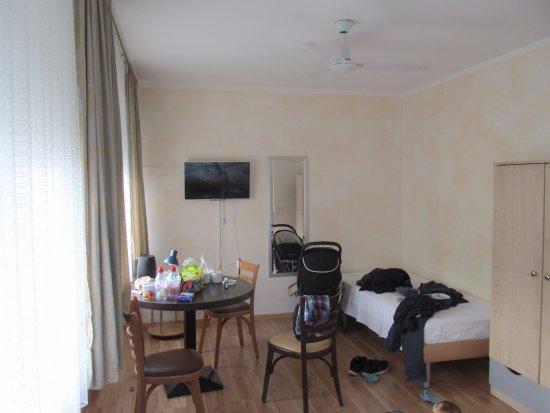 Hotel Carmen: room