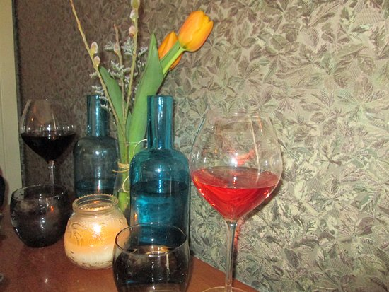 Brooklin, Canadá: Tablescape with Rose Wine