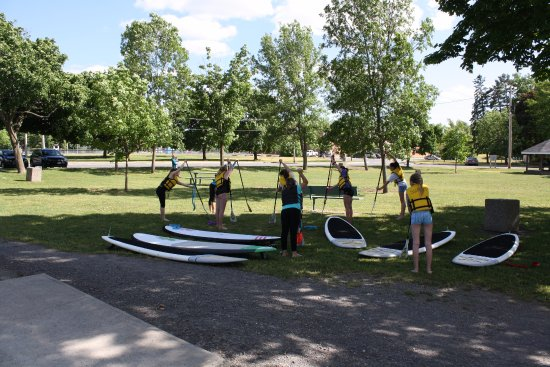 Carleton Place, Канада: Each SUP 101 lesson starts with an intro to Stand up paddling  on land first.