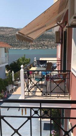 Geni, Greece: uitzicht vanaf het balkon