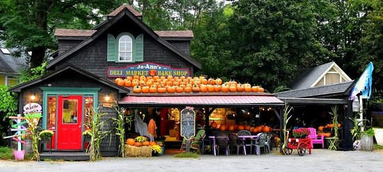 Jo-Ann's Deli Market & Bake Shop: Ready for the Scarecrow Festival- Pumpkins on the Roof!