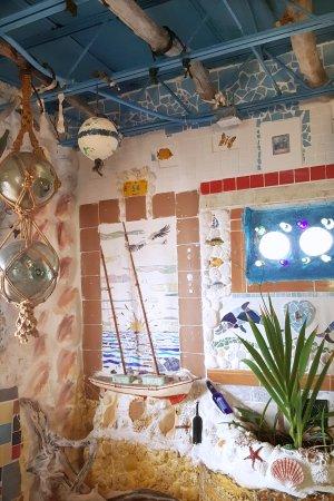 Alice Town, Bimini: Decor