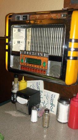 Wellsville, NY: Musique d'antan à la table eh oui !
