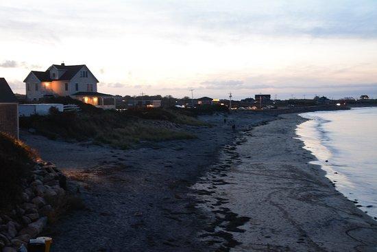 أفونليا جوول أوف سي: evening view from the beach