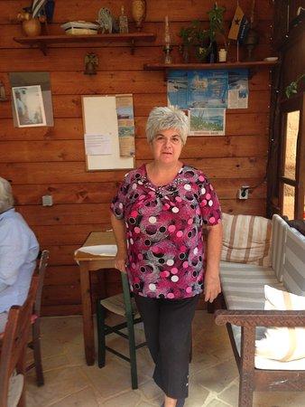 Pazinos Village Studios: Elpida (hoffentlich richtig geschrieben) die uns immer ein tolles Frühstück servierte