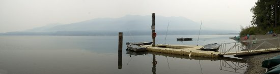 Quinault Rain Forest: Lake Quinault is only a short hike away from the ranger station along a pretty path next to the