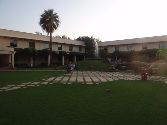 Trident, Agra: ground next to pool